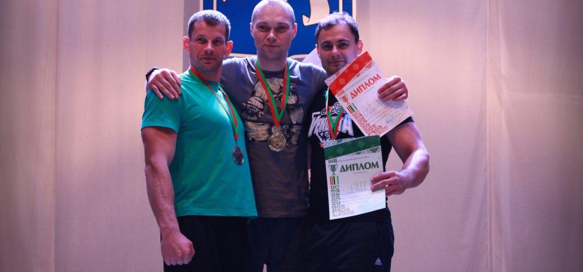 Барановичские силачи заняли призовые места на Кубке страны по армрестлингу