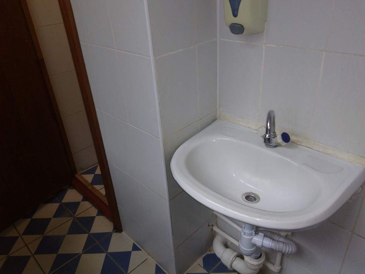 Общественный туалет в Барановичской городской центральной поликлинике. Фото: Наталья СОЛОМЯНКО