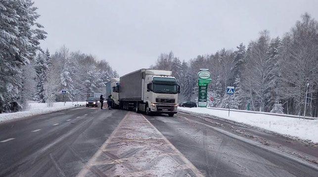 Два грузовика столкнулись в Бешенковичском районе из-за выбежавшей на дорогу собаки