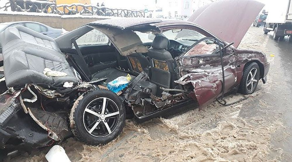 В Витебске ГАЗ протаранил легковушку, ребенка спасло автокресло