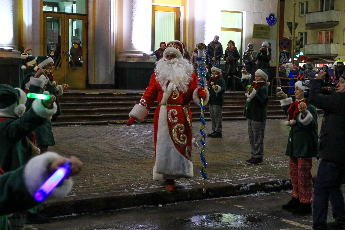 Выход Деда Мороза