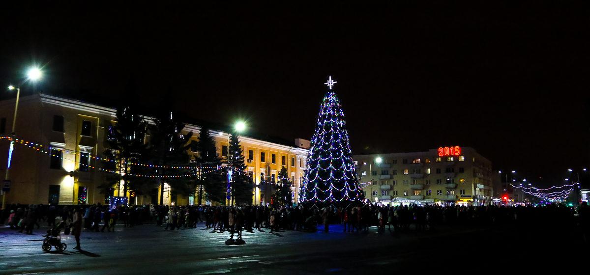 Центр Барановичей в ночь на 1 января перекроют. Машины, которые останутся на площади – эвакуируют