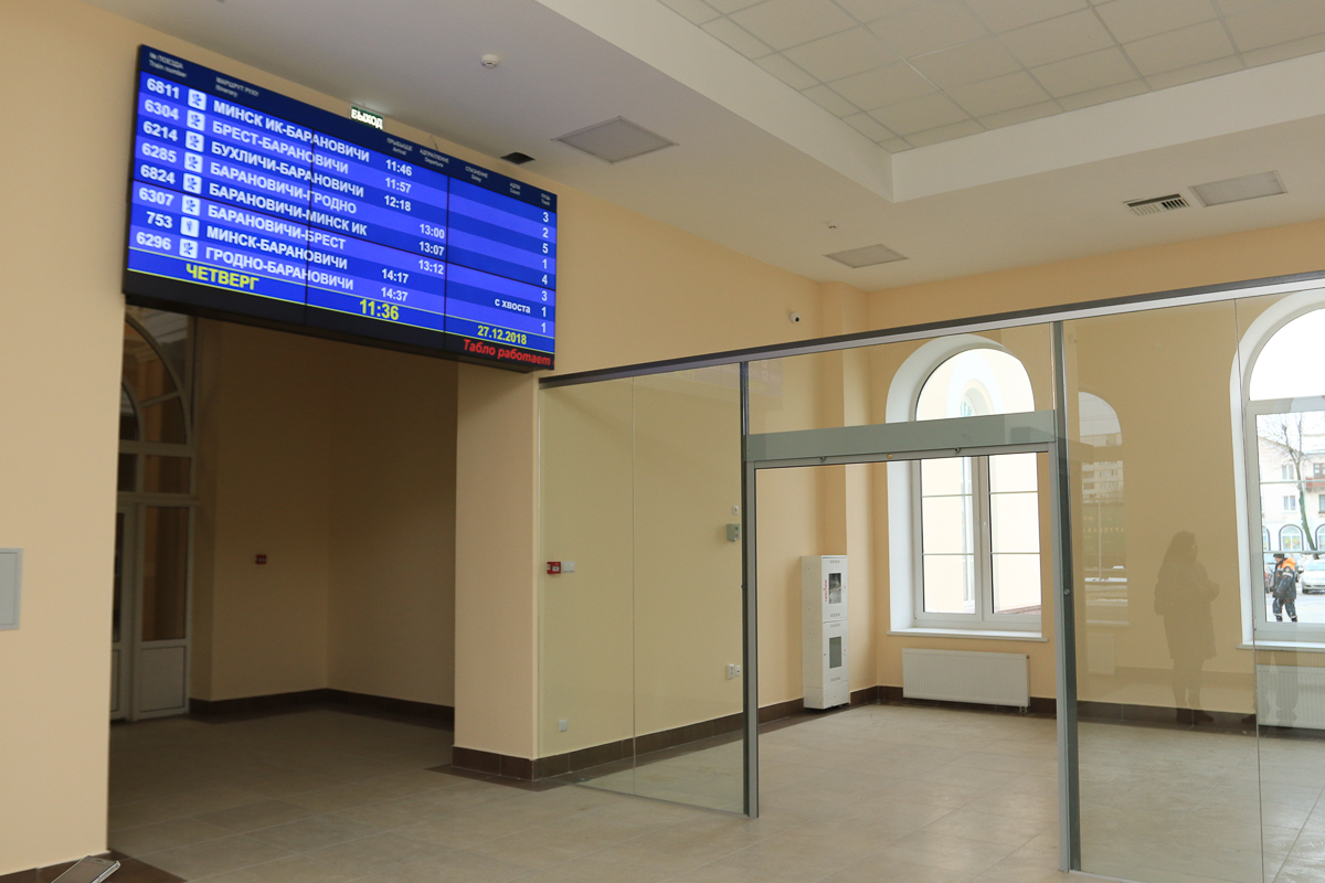 На первом и втором этаже появились информационные табло. Фото: Александр ЧЕРНЫЙ
