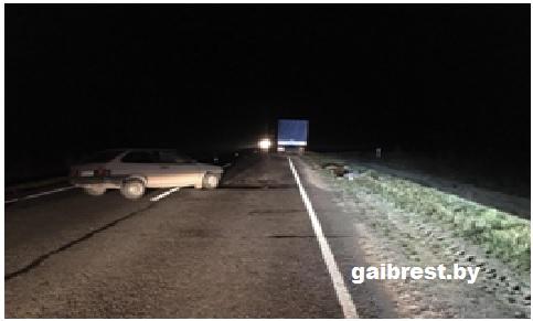 Под Пинском водитель легковушки заснул за рулем и врезался в грузовик