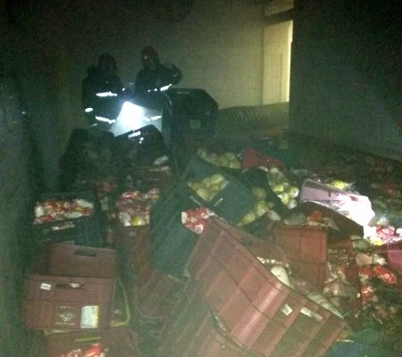 На Брестском мясокомбинате горел цех. Сотрудники МЧС спасли двух работников предприятия