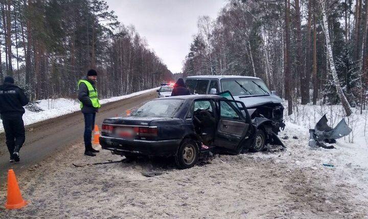 Под Ивацевичами лоб в лоб столкнулись Volkswagen и Mazda. Серьезно пострадали три человека