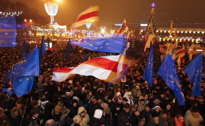 Площадь 19 декабря 2010 года. Как это было (фото, видео)