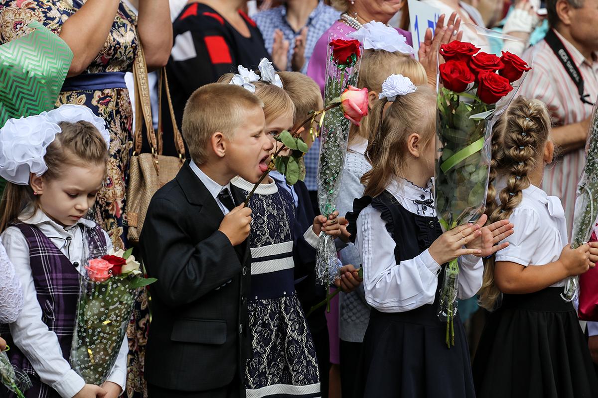 Первый звонок в СШ №19. Фото: Евгений ТИХАНОВИЧ