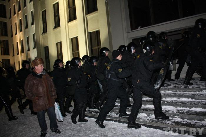 Минск, 19 декабря 2010 года. Фото взято с сайта tut.by.