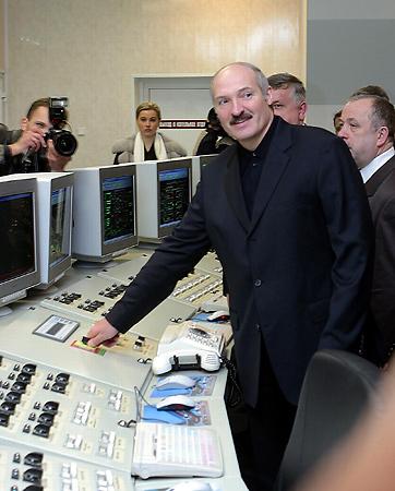 31 декабря 2003 года. Александр Лукашенко принял участие в торжественной церемонии ввода в эксплуатацию первого пускового комплекса Березовской ГРЭС – энергоблока №4.