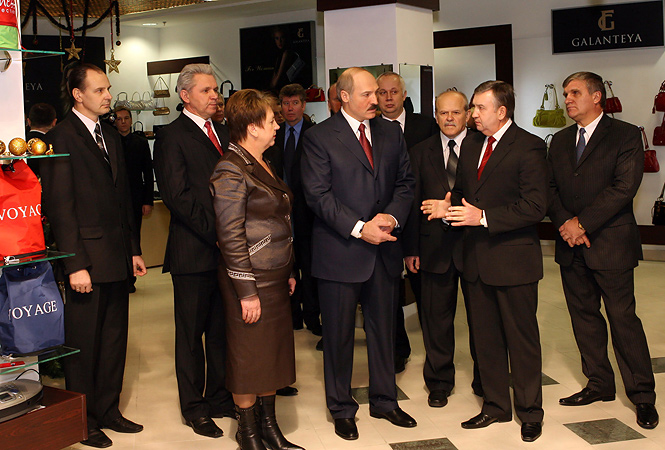 31 декабря 2006 года. Александр Лукашенко посетил подземный торговый центр «Столица».