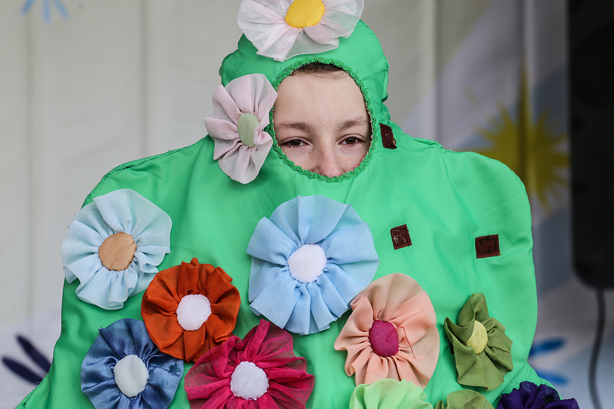 Мальчик в костюме елки на праздновании Масленицы. Фото: Евгений ТИХАНОВИЧ