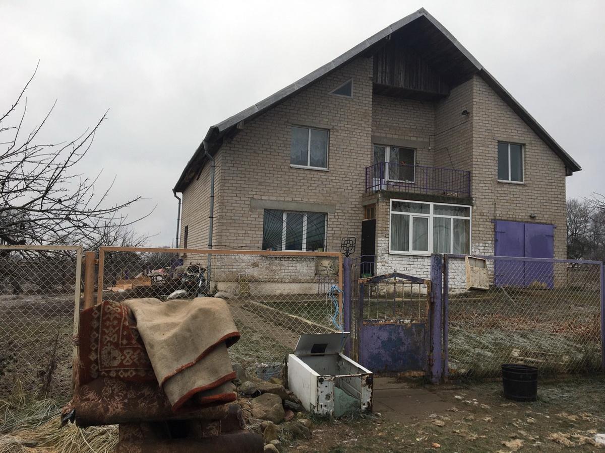 Дом в деревне Подлесейки, в котором произошло убийство.  Фото: Екатерина БУБЕН