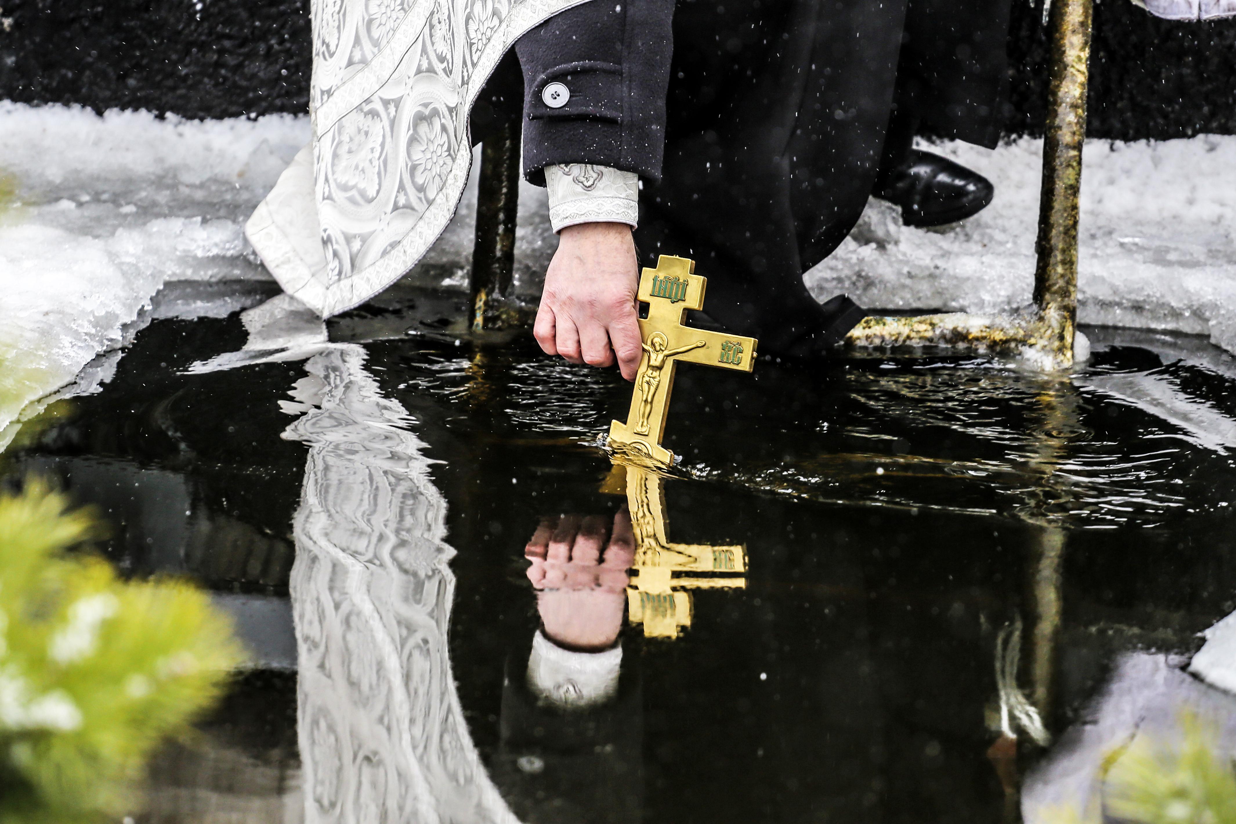 Крещение проруби на реке Мышанка. 19 января 2018 года. Фото: Евгений ТИХАНОВИЧ