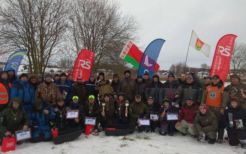 23 декабря, деревня Петревичи Барановичского района. Участники соревнований по ловле на мормышку «Первый лед-2018».