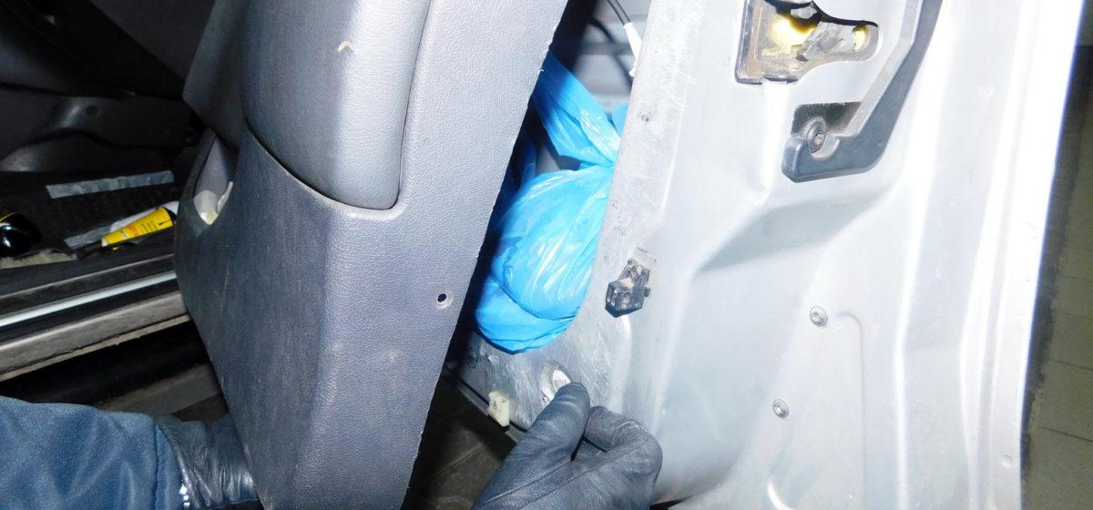 У гражданина Польши в Беларуси изъяли автомобиль. Он пытался ввезти 60 кг мясной продукции (видео)