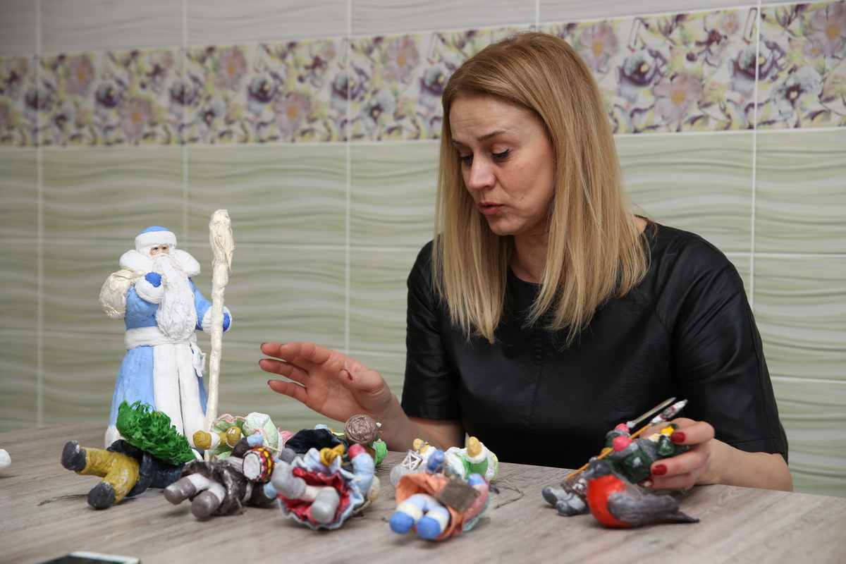В коллекции рукодельницы Светланы Минаевой несколько десятков новогодних игрушек. Фото: Евгений ТИХАНОВИЧ