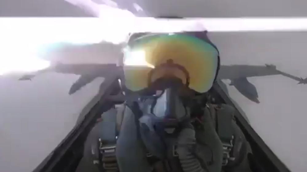 В Кувейте молния попала в истребитель F-18 (видео)