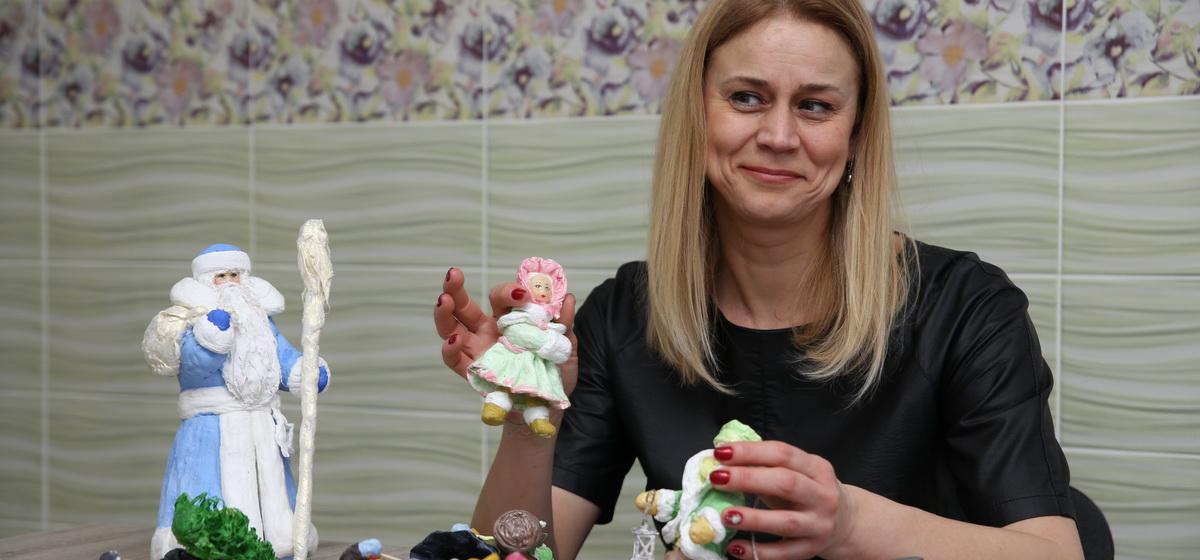 «Не верят, что они из ваты». Необычные елочные игрушки изготавливает жительница Барановичей