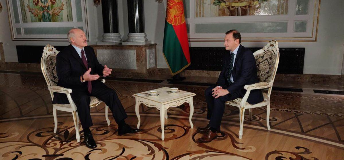 «Вы же яйцеголовые, умные все, чего плачете?» Лукашенко рассказал, как айтишникам помогал