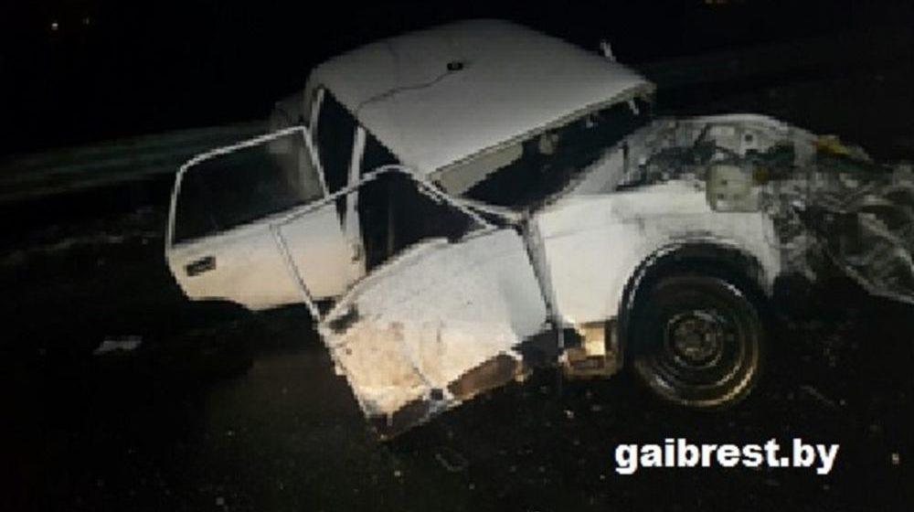 В Лунинецком районе милицейский автомобиль врезался в фуру, один милиционер погиб, еще один в больнице