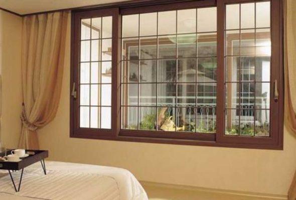 Теплая природа деревянных окон придаст ощущение комфорта дому