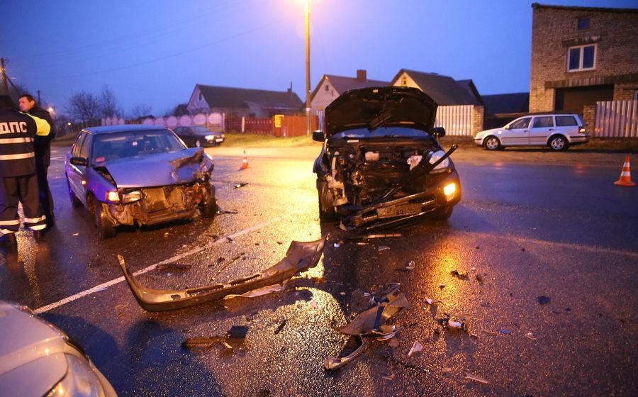 В Барановичах на перекрестке Доменикана и Вильчковского в ДТП пострадали несколько человек