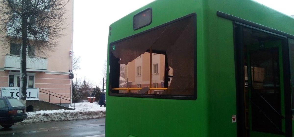 Два автобуса столкнулись на остановке в Барановичах