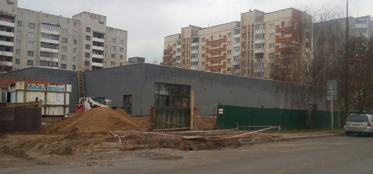 Строительство магазина на улице Наконечникова. Фото: Елена ЗЕЛЕНКО