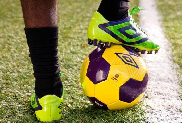 Покупаем футбольный мяч и бутсы