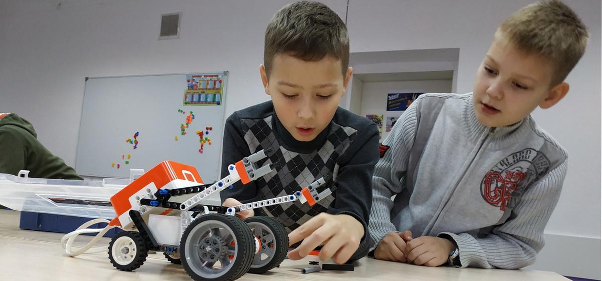 Где научат управлять роботами, или Что такое робототехника*