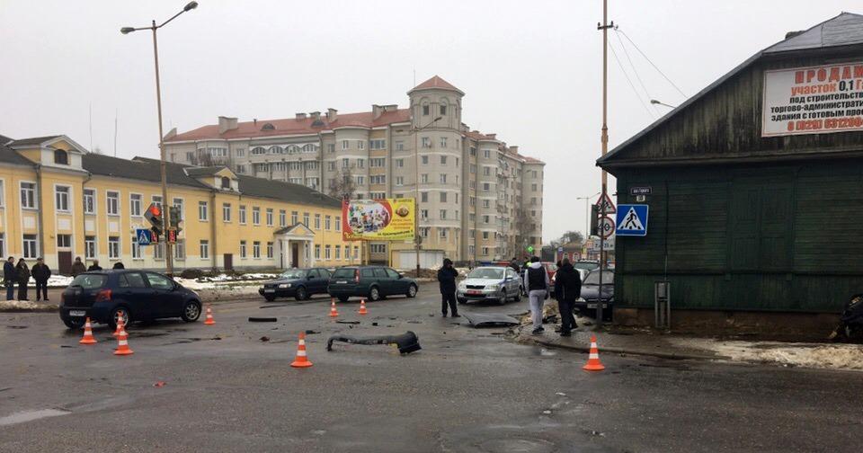 ДТП на перекрестке улиц Притыцкого и Горького. Фото: Екатерина БУБЕН, Intex-press