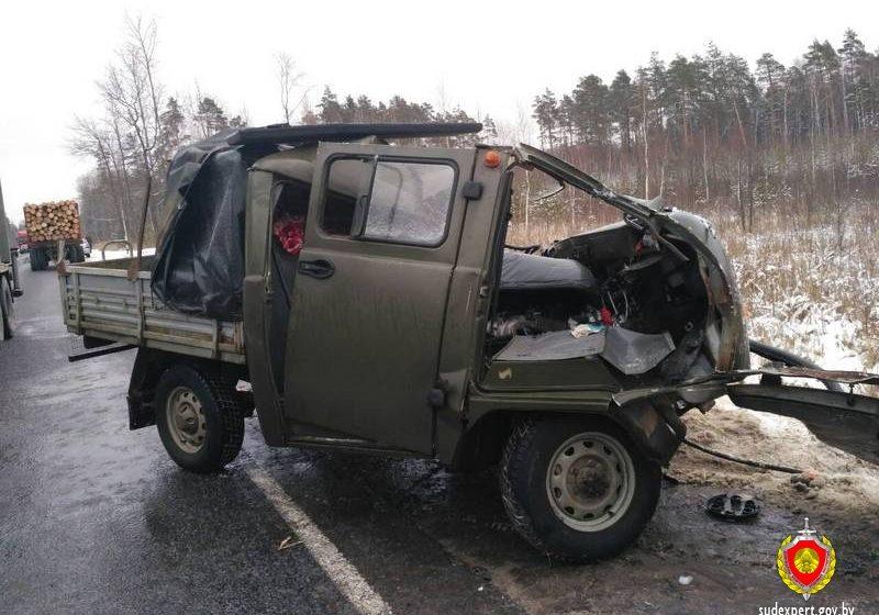 В Кировском районе УАЗ лоб в лоб столкнулся с Iveco, один человек погиб