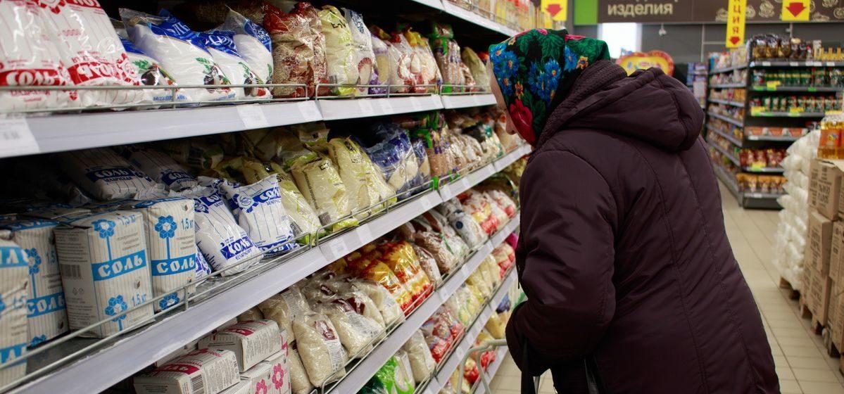 Власти будут регулировать цены на консервы, туалетную бумагу, прокладки и спички