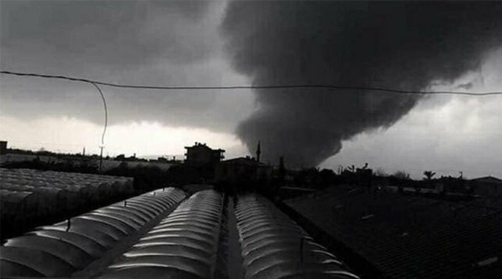 Торнадо обрушился на аэропорт турецкого курорта Анталья, больше 10 человек пострадали