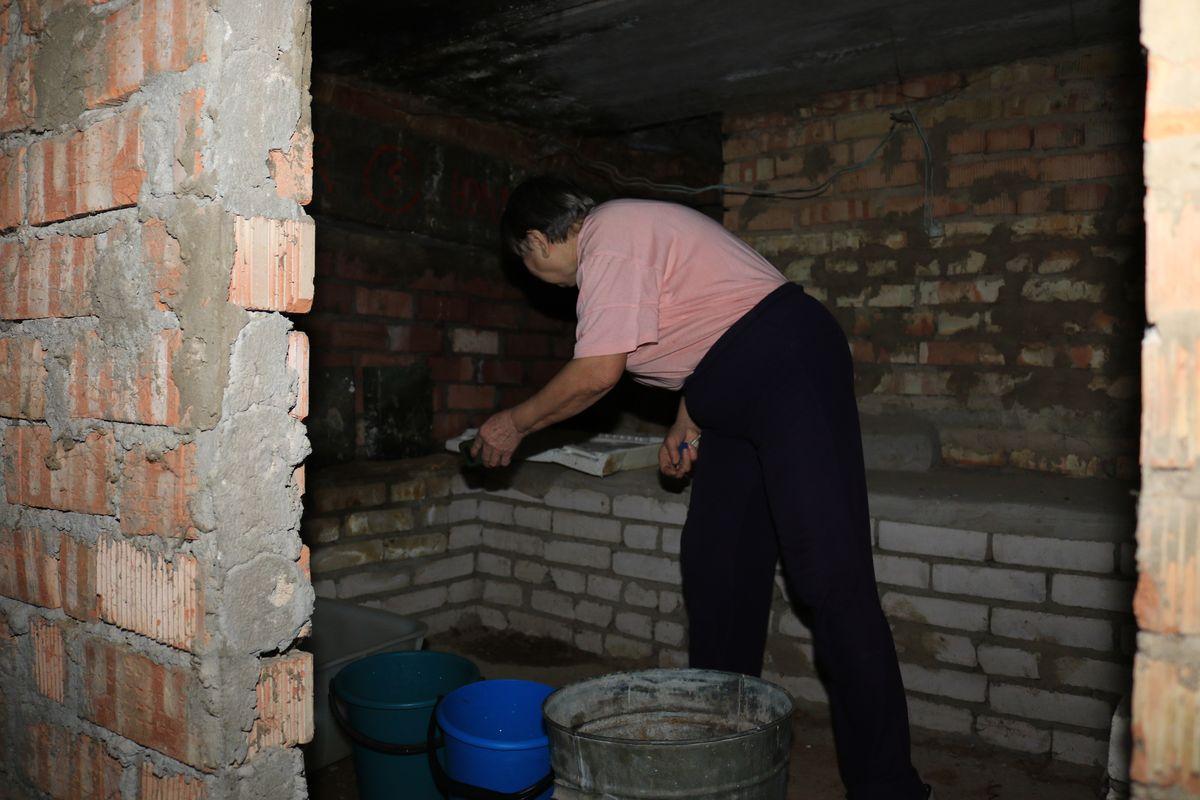 Софья Николаевна Шупилова на чердаке своего дома. Фото: Александр ЧЕРНЫЙ