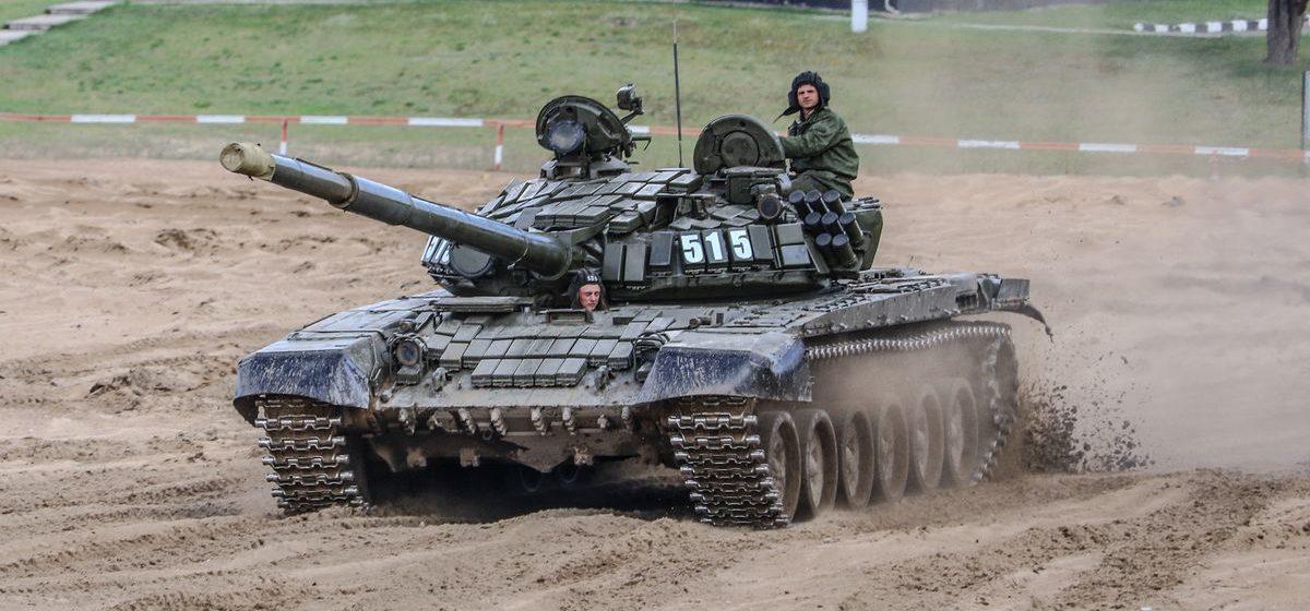 Лукашенко ответил на упреки, что Беларусь заправляет украинские танки