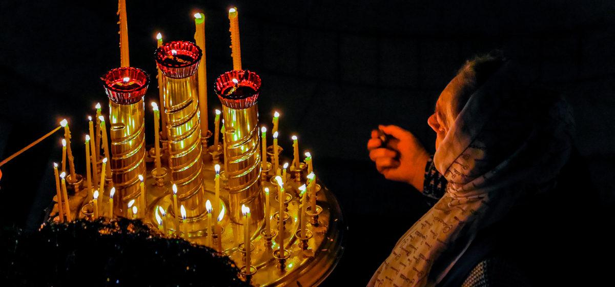 Не целовать крест и мыть руки. Как белорусские церкви и костелы борются с распространением коронавируса
