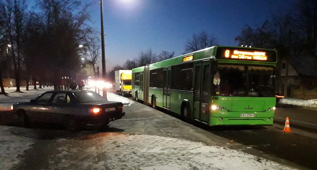 В ГАИ рассказали, из-за чего столкнулись легковушка и автобус в Барановичах