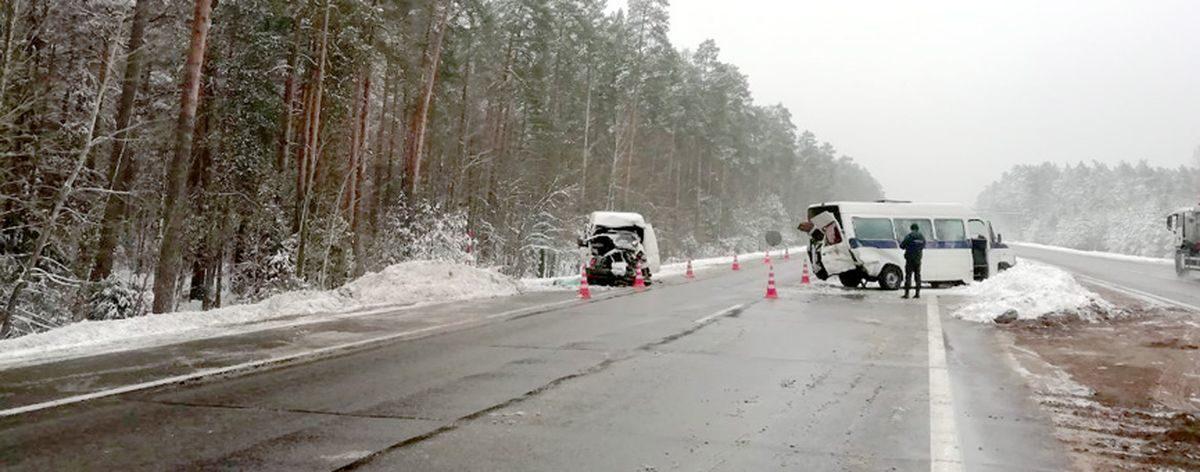 Свидетелей столкновения двух микроавтобусов на трассе М1 разыскивает барановичская милиция