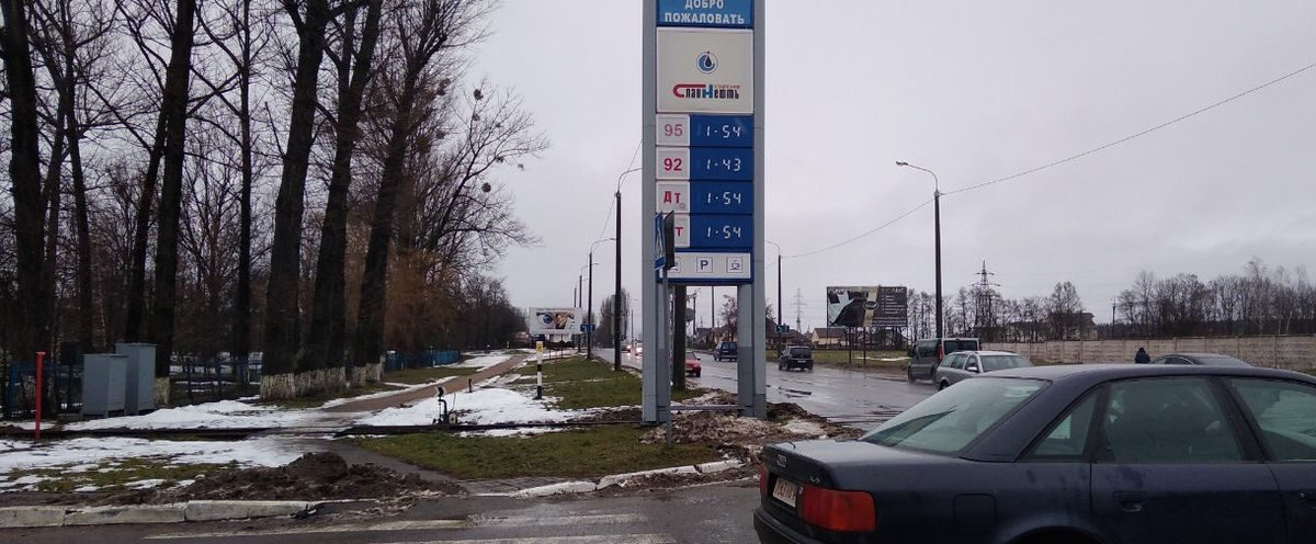 Обещанного понижения цен на топливо 2 января не произошло. Фотофакт