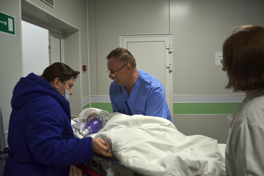 По последним данным, госпитализированы шесть человек. Фото: МЧС России