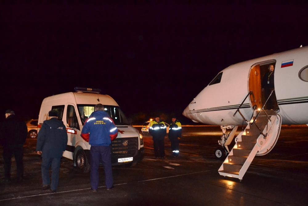 Некоторых доставляют в Москву. Фото: МЧС России