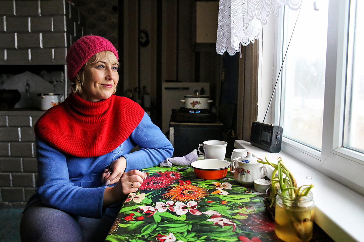 Олеся 20 лет работает соцработником. Фото: Евгений ТИХАНОВИЧ