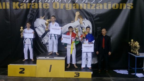 Никита Голик (3-е место, второй справа).