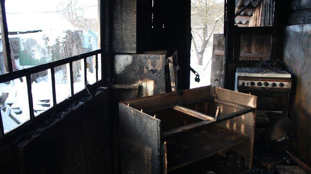 В Слуцком районе, пока взрослые снимали пожар на телефон, 15-летний подросток пытался спасти человека из горящего дома