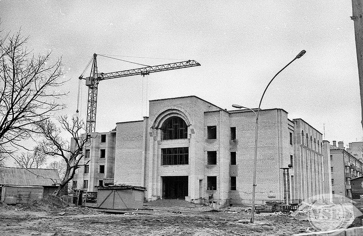 1995 год. Строительство банка на ул. Ленина
