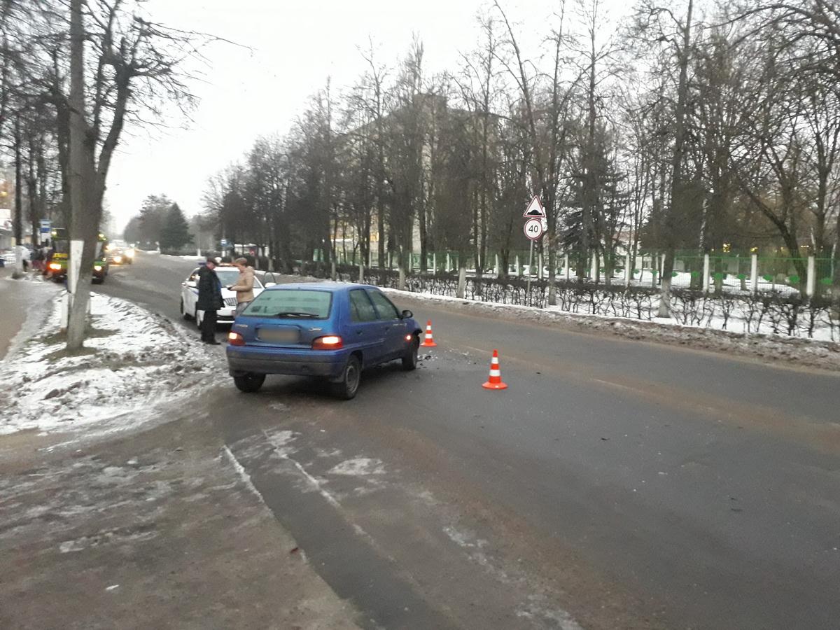 ДТП на улице Фабричной. Фото: Татьяна МАЛЕЖ