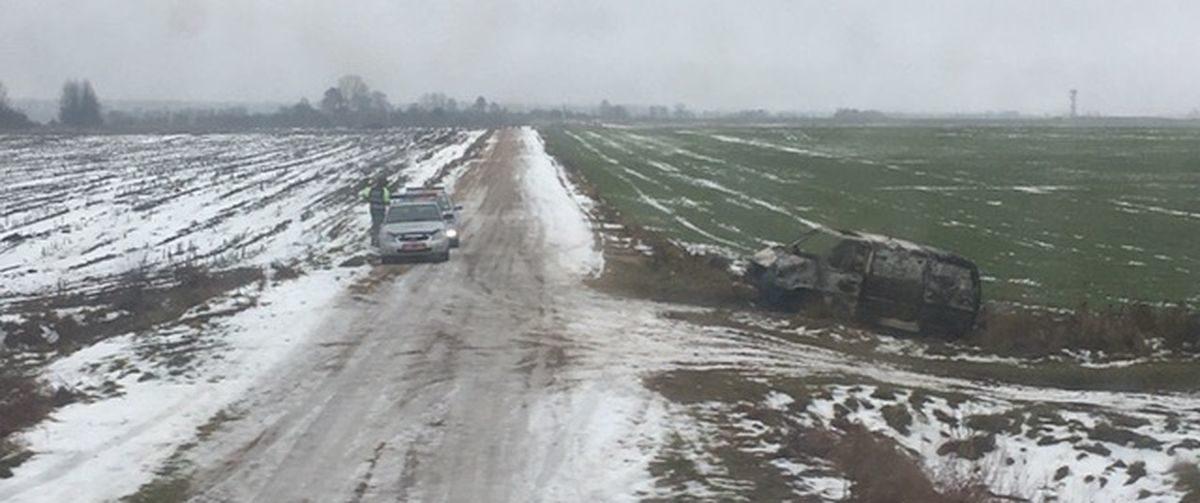 Два микроавтобуса угнал и сжег житель Ляховичей накануне нового года (фотофакт)