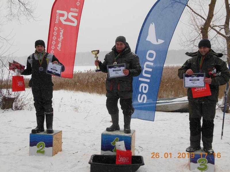 Победители соревнований в ловле на мормышку.